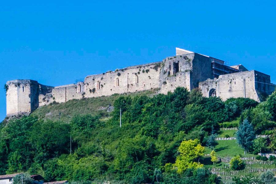 Castello-Svevo-esterno, Cosenza
