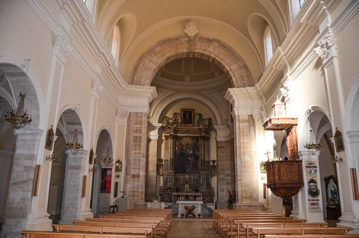 Chiesa di San Francesco di Assisi interno, Cosenza