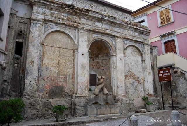 Fontana Gebbia, Stilo