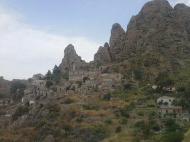 Conheça Pentadattilo a cidade fantasma da Calábria