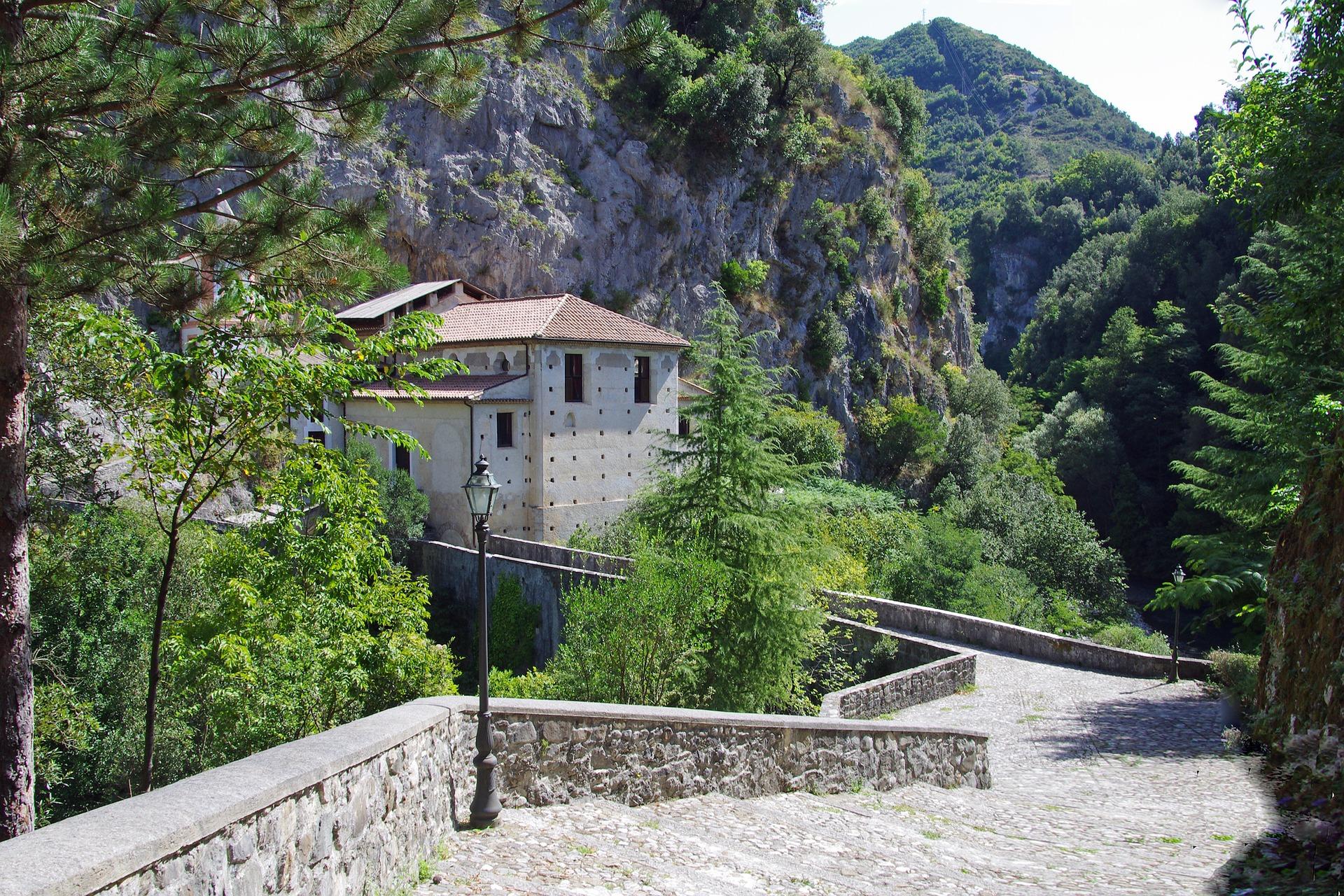 Santuario Madonna delle Armi, zona di Papasidero, Calabria