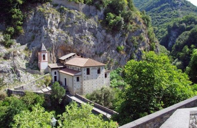 Vamos conhecer Papasidero e a gruta de Romito na Calábria?