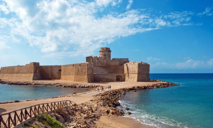 Por que conhecer Le Castella na Calábria?