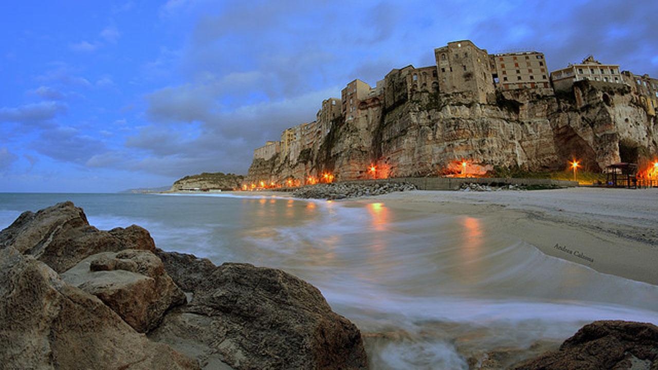 Tropea na Calabria. Fonte Andrea Calzona. Flick 1280 x 720