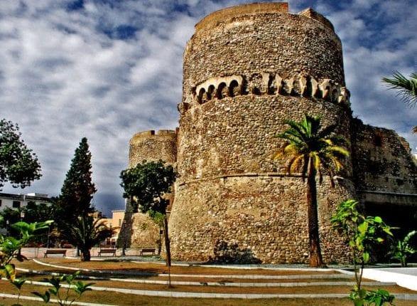 09-Castelo-de-Reggio-587×440