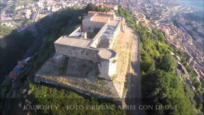 Castelo-Cosenza.-Fonte-Kairosfly-Foto-e-riprese-con-droni-690×388