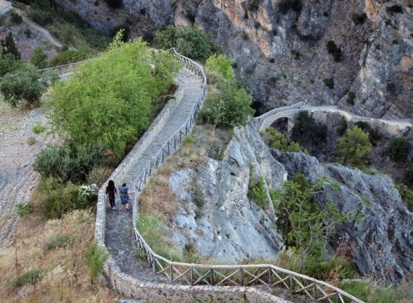 ponte-del-diavolo1-Fonte-agoraristorazione-587×440 (1)-Ponte-del-diavolo Fonte Agora Ristorazione em Civita
