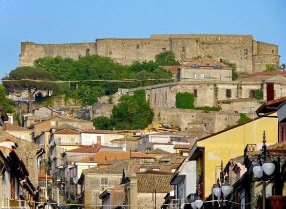 vibo_valentia_007_castello_borgo-587×440